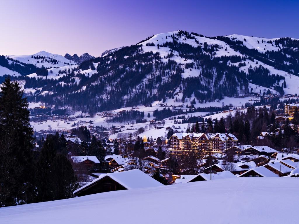 Hotel Park Gstaad am Winterabend