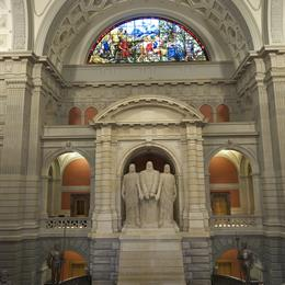 Große Halle mit Marmorstatuen der 3 Schweizer Eidgenossenschaft Gründer